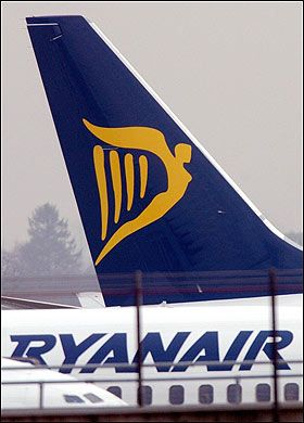 Ryanair to bill passengers for extra airport fees