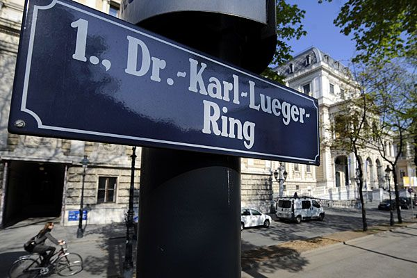 Viennese street changes name