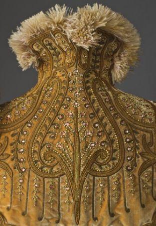 Fashioning fashion: Two centuries of European fashion, 1700-1915