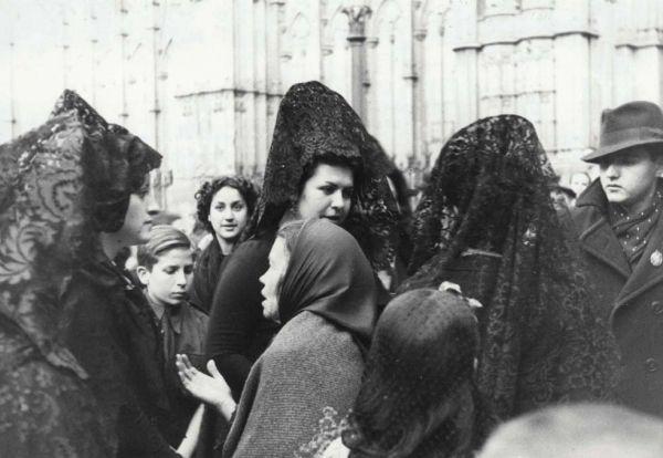 Post-war Barcelona 1939-1945: A photographic report
