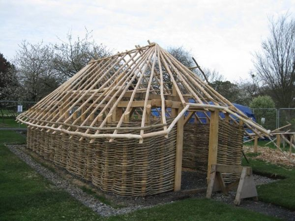 Dublin builds replica Viking house