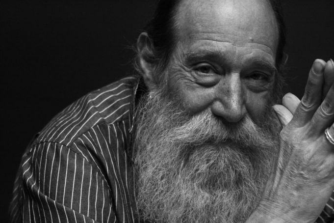Lawrence Weiner: Within a Realm of Distance