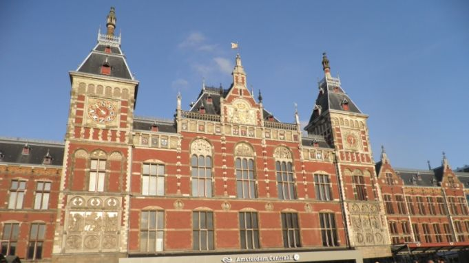 Amsterdam Central Station damaged by subway works