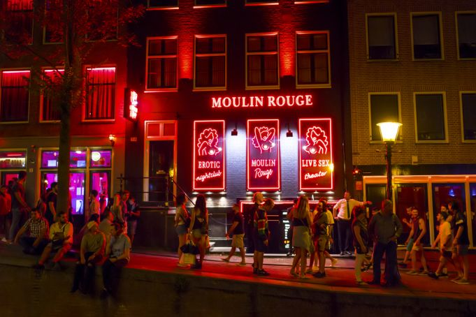 Amsterdam closes part of Red Light District because of social distancing issues