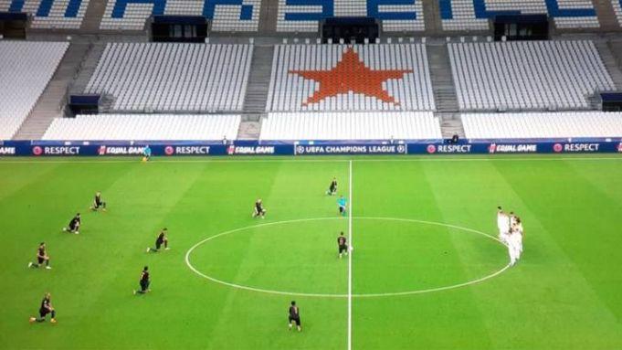 Olympique de Marseilles football team does not take the knee