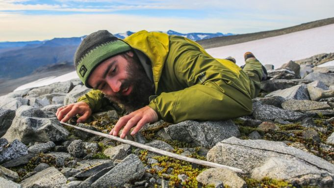 Melting ice patch uncovers ancient hunting arrows