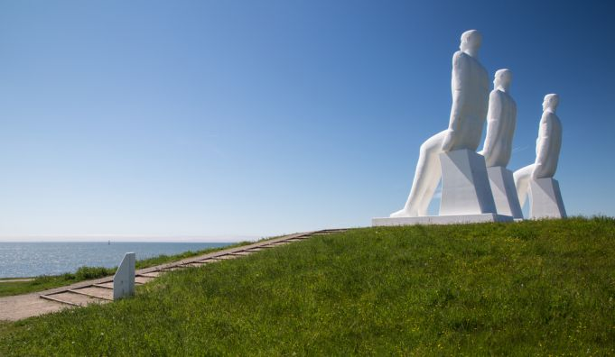 Man Meets the Sea:  The giant statues of Esbjerg