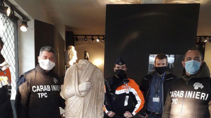 Off-duty Italian Carabinieri discover statue stolen from Rome in Brussels