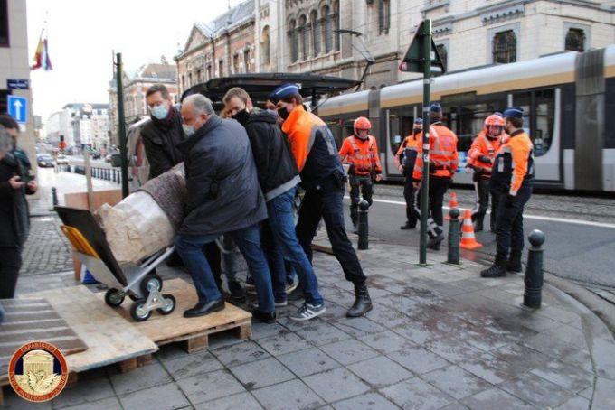 Carabinieri find statue