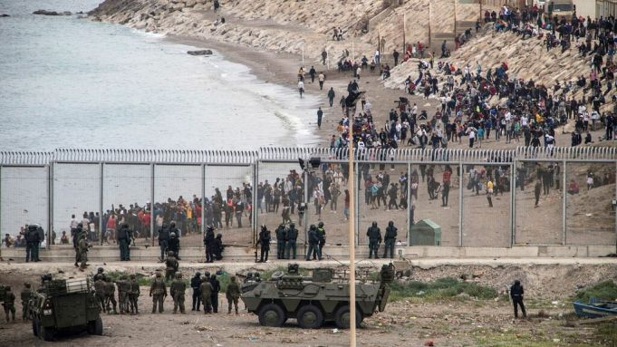 Thousands of migrants swim from Morocco to Spain