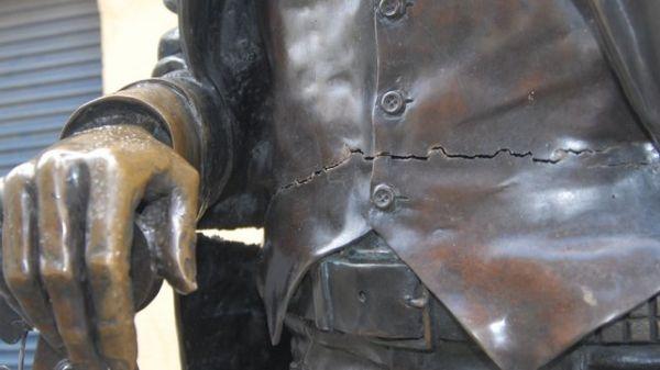 Dublin's Phil Lynott statue vandalised - image 2