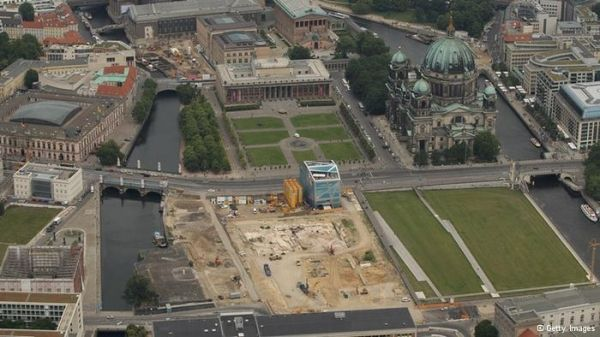 Berlin Palace gets cornerstone - image 1