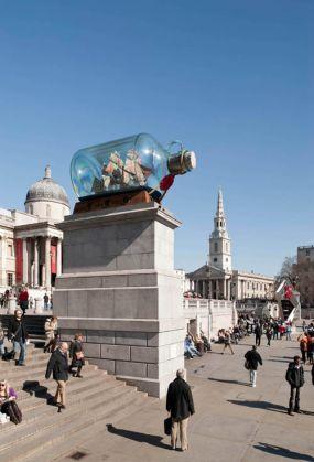 Blue cock in Trafalgar Square - image 2