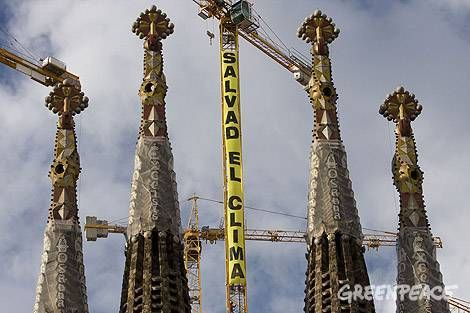 Greenpeace activists scale the Sagrada Familia in protest - image 2