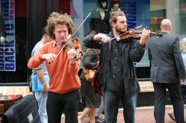 Clampdown proposed for noisy buskers in Dublin - image 2
