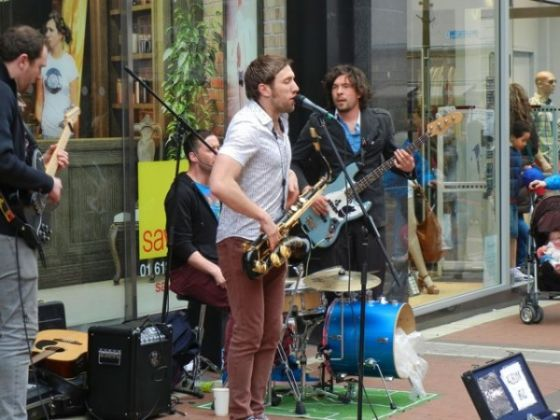Clampdown proposed for noisy buskers in Dublin - image 4