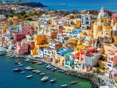 Covid-19: Irish tourism chief resigns over holiday in Italy