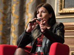 Paris Mayor urges citizens not to buy books on Amazon