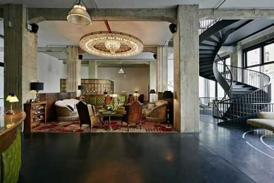 Illegal party for VIPs in a Berlin hotel?
